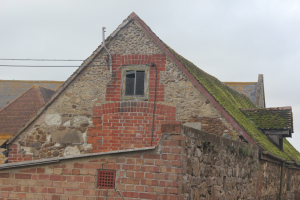 Flint, sandstone, limestone, chalk, clay - farm building at Alverstone