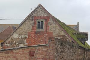Flint, sandstone, limestone, chalk, clay - farm building at Alverstone