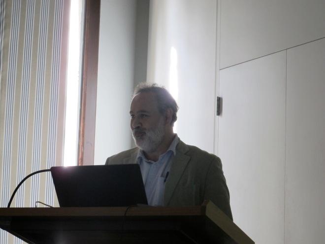 Julio Escalona presenting his research
